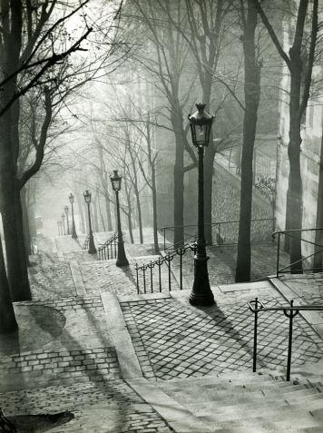 Black and white Paris (image)